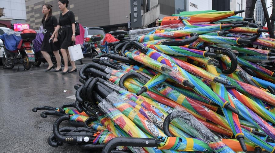 На улицах Ханчжоу появилось около 50 тысяч зонтиков общественного пользования