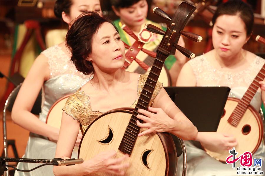 Музыкант по игре на Жуань Сюй Ян: внести дух человека в дело распространения национальной музыки