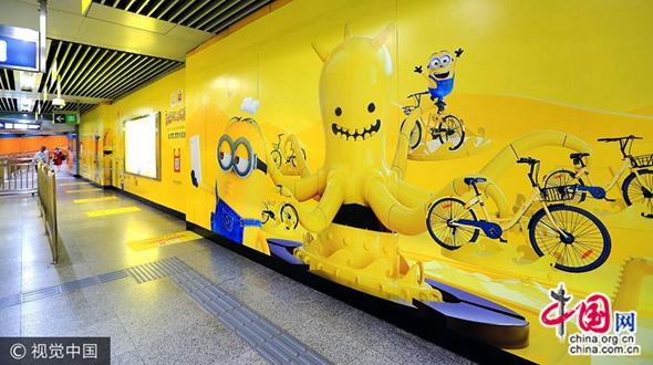 На станции метро Гомао появились афиши «Миньоны» с нереальным эффектом 3D