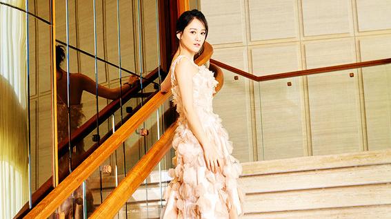 Красотка Чэнь Цяоэнь в летних фото