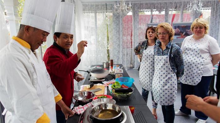 Китайская храмовая ярмарка в центре Москвы
