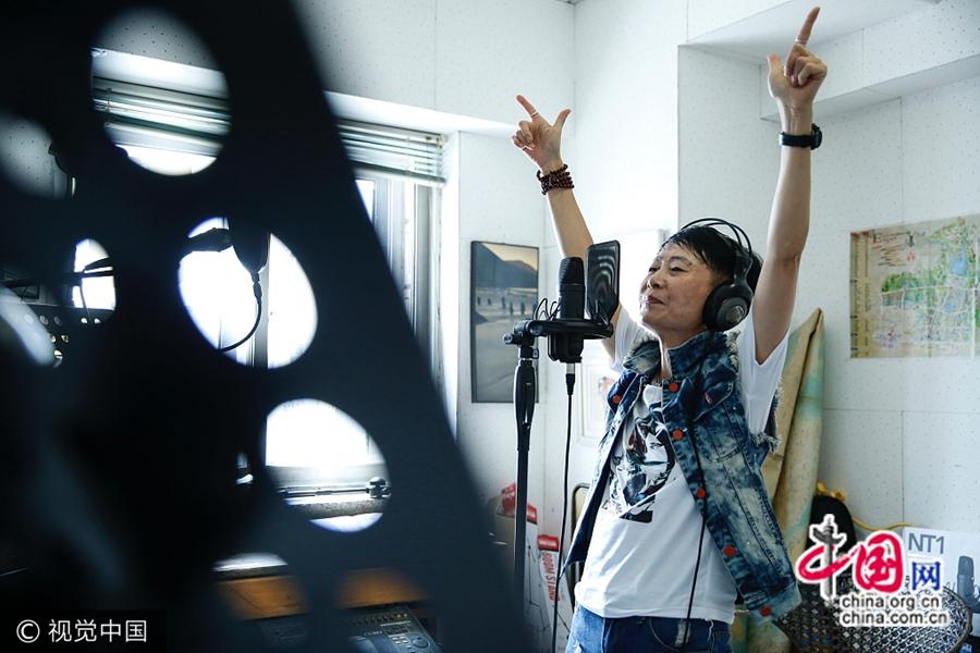 Сюй Суцинь 61 год, ее называют «брат Сюй из города Циндао».