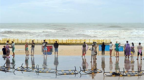 Тайфун 'Талас' пролетел мимо острова Хайнань
