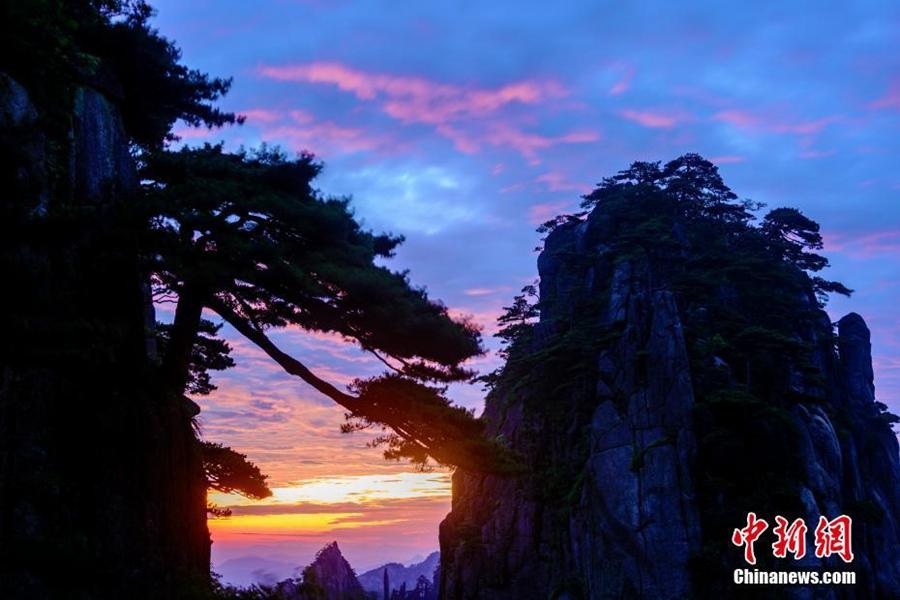 Восход солнца над горами Хуаншань