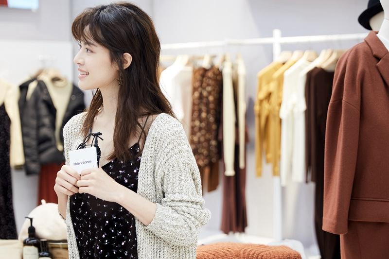 Молодая китайская актриса Элейн Чжун