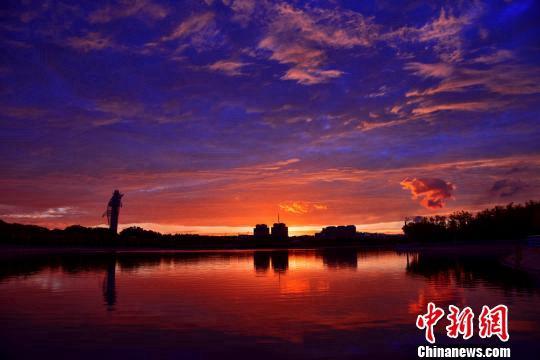 Ганьсу: величественные багровые облака после дождя