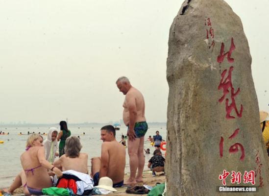 Туристы из России наслаждаются летними каникулами в Бэйдайхэ