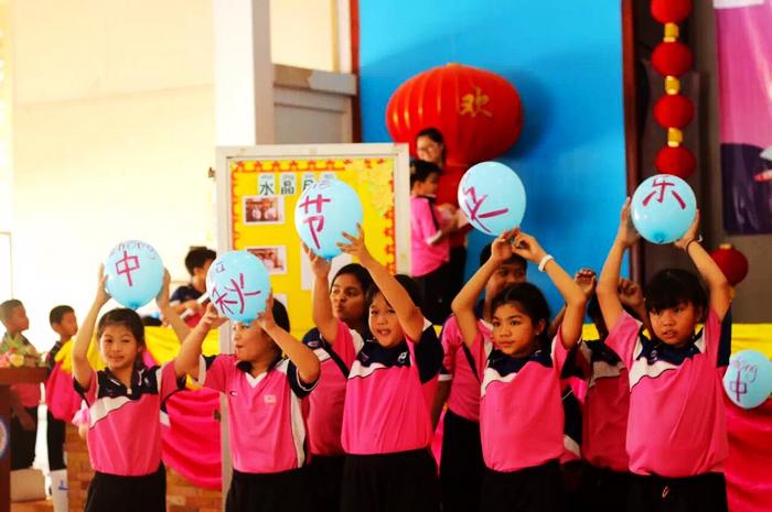 Обучение китайскому языку в Таиланде: местные учителя могут выразить концепцию «Один пояс, один путь» на китайском языке