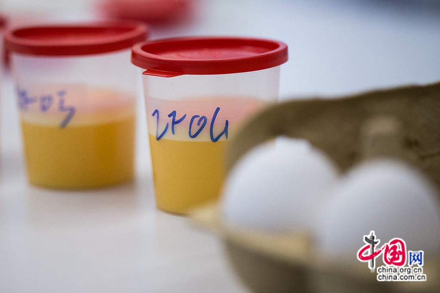 7 августа по местному времени, г. Крефельд, из-за подозрительного содержания инсектицида фипронила несколько миллионов куриных яиц были сняты с продаж в Германии, Голландии, Бельгии, Швеции и Швейцарии.