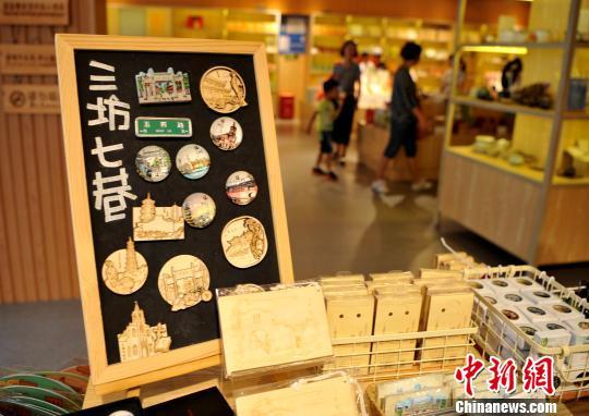 Традиционные художественные изделия в Фучжоу привлекли внимание множества посетителей