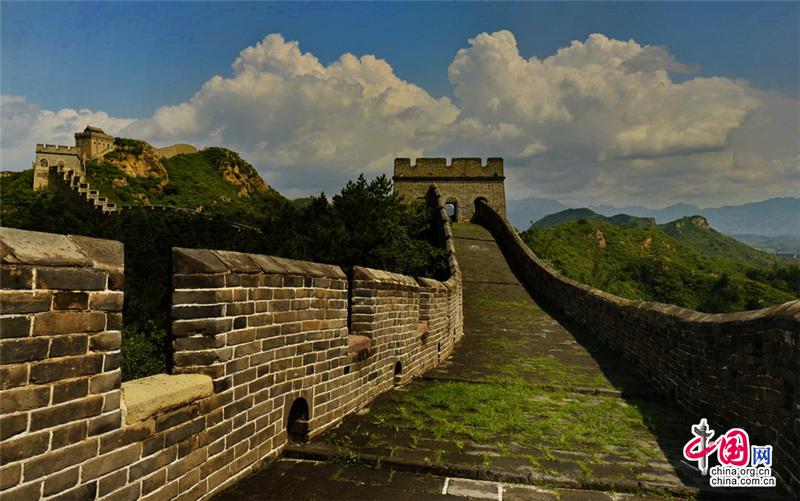 Осенние пейзажи на участке Великой стены «Цзиньшаньлин»