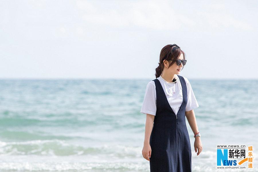Китайская звезда Чжао Вэй у моря