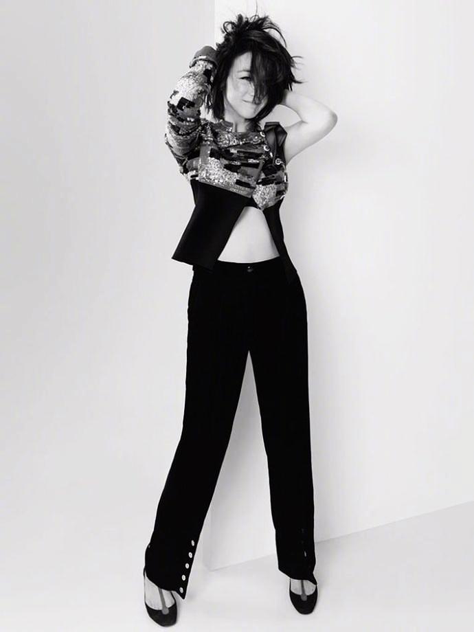 Известная звезда Тан Вэй в новых снимках для «Harper's BAZAAR» на август