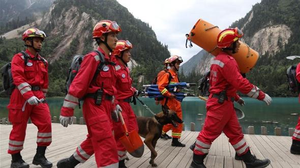 Спасательные работы продолжаются в зоне бедствия в провинции Сычуань