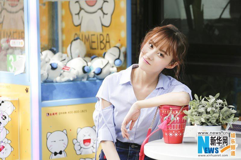 Молодая актриса Цао Сиюе появилась на улице