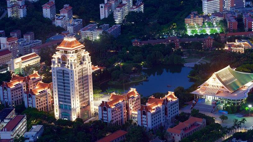 'Южнофуцзяньская жемчужина' в свете ночной иллюминации