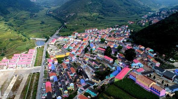 Красочное село в горах Тайханшань