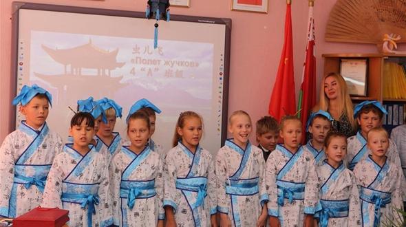 Посольство КНР в Беларуси передало в дар одной из столичных гимназий полностью укомплектованный компьютерный класс