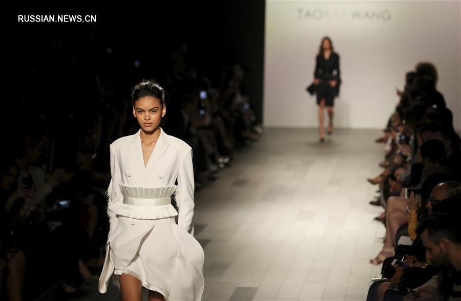 Презентация новой коллекции от Taoray Wang на Нью-Йоркской неделе моды