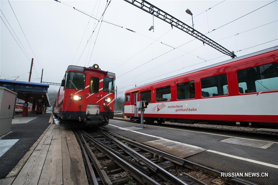 Два поезда столкнулись в понедельник на станции Андерматт в швейцарском кантоне Ури, в результате 30 человек получили ранения. Об этом сообщила полиция Швейцарии.