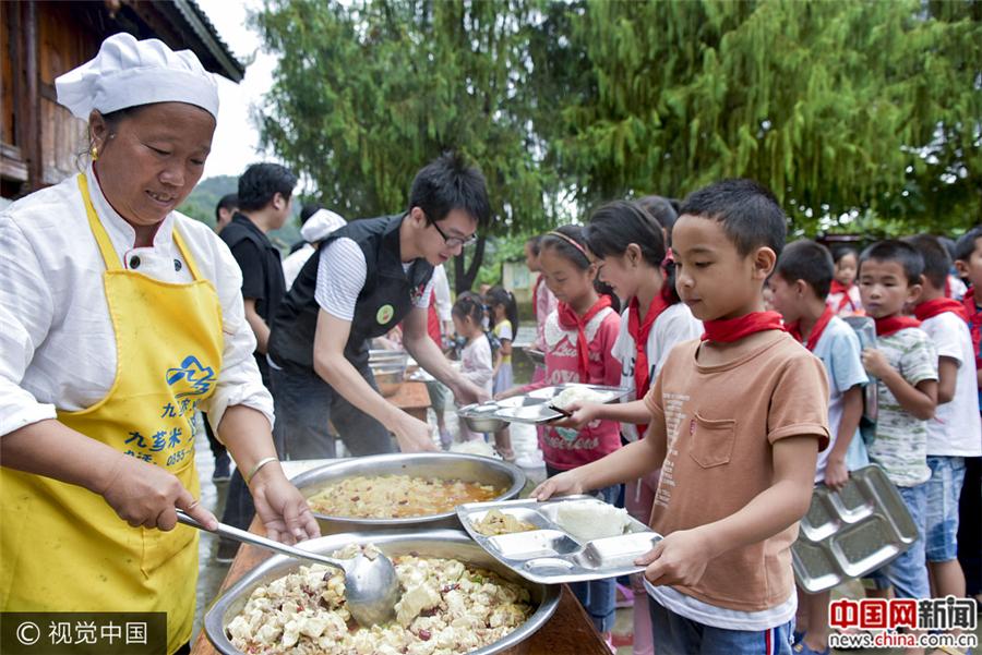 Уезд Цунцзян провинции Гуйчжоу: бесплатные обеды для нуждающихся детей