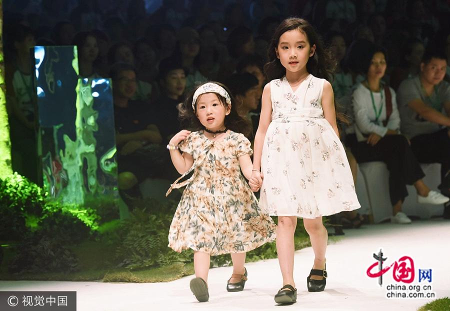 11 сентября, в г. Ханчжоу состоялась презентация новой коллекции детской одежды, на которой дети выступали с шоу.