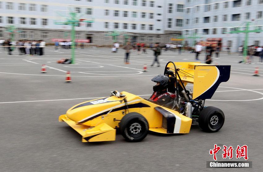 Студенты и учители Чанчуньского университета собственноручно создали гоночный автомобиль F1