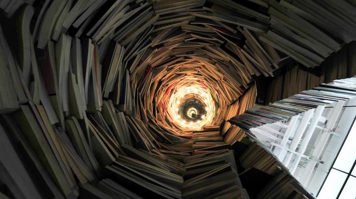 В книжном магазине в Шэньяне построили «книжную башню» высотой 4 метра из 7000 книг