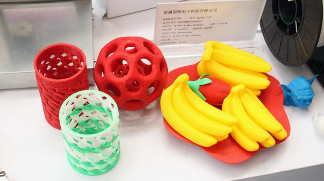 Поставить «лайк» передовым технологиям: 3D-принтер печатает уникальные изделия