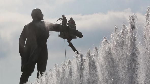 Памятник Ленину в Санкт-Петербурге отмыли к 100-летию Октябрьской революции