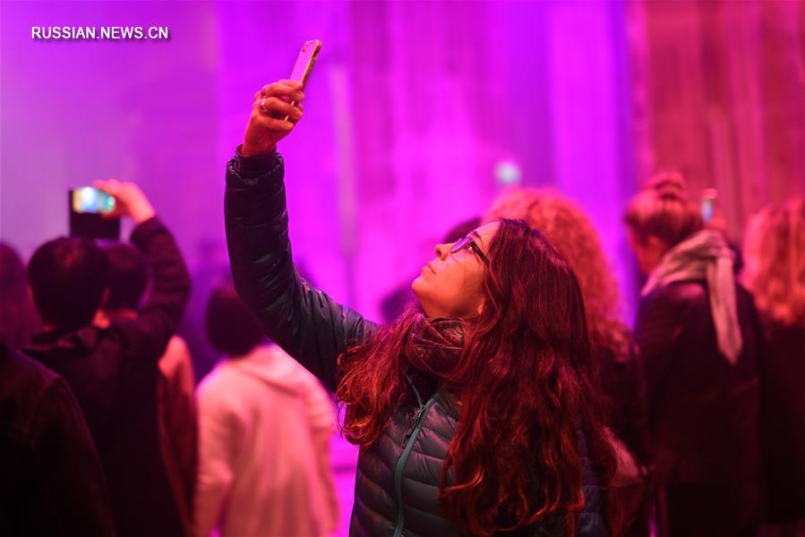 В рамках фестиваля во всех районах и предместьях Парижа было организовано более 150 художественных акций.