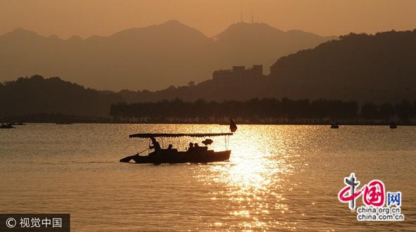 Красивый закат на озере Сиху, г. Ханчжоу