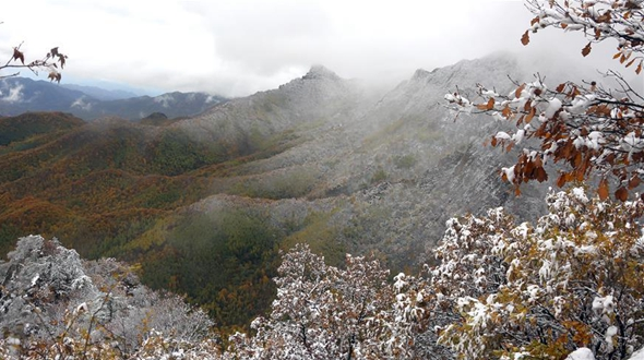 Первый осенний снег в горах к северу от Пекина