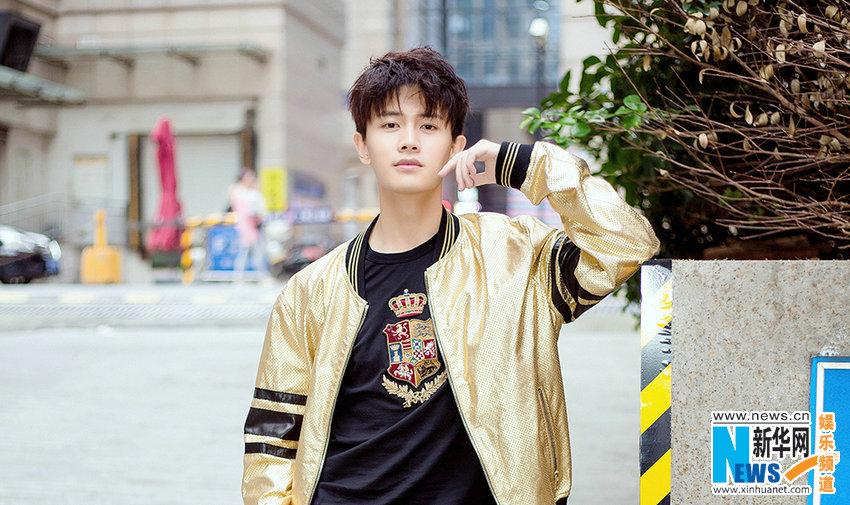 Телезвезда Жэнь Цзялунь