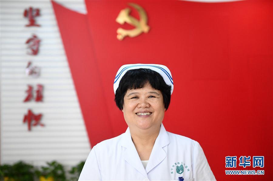 Делегат 19-го съезда КПК Ду Лицюнь более десяти лет в первых рядах борется со СПИДом с неизменной твердой решимостью