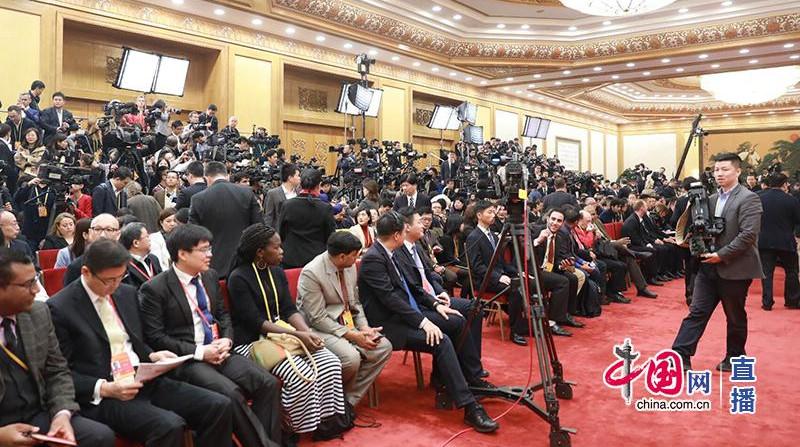 Встреча нового состава ПК Политбюро ЦК КПК с журналистами