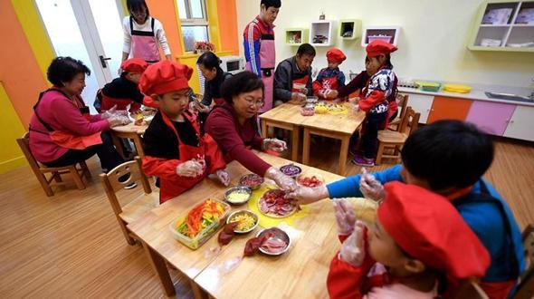 В детском саду г. Шицзячжуан провели тематическое мероприятие, посвященное празднику Двойной девятки