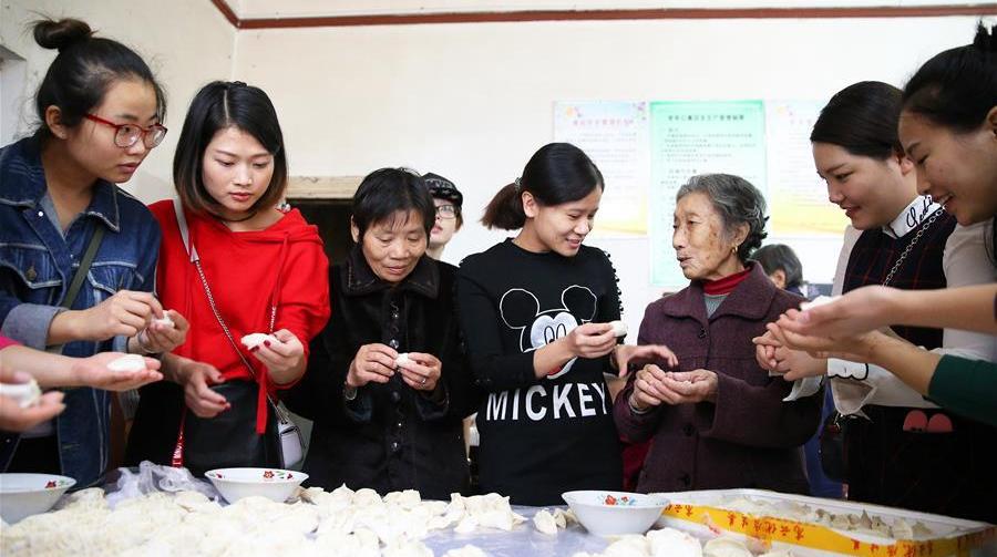 В разных регионах Китая отметили праздник Двойной девятки