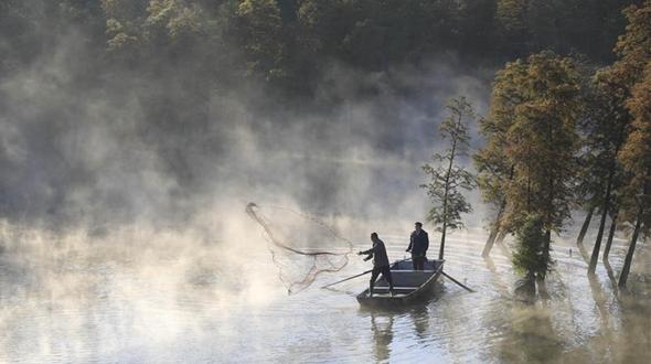 Сказочный туман над озером Тяньцюань