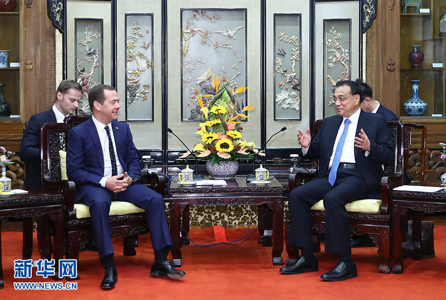 Ли Кэцян встретился с премьер-министром РФ Д.Медведевым