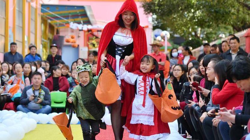 В детском саду города Куньмина состоялось тематическое шоу ко Дню всех святых