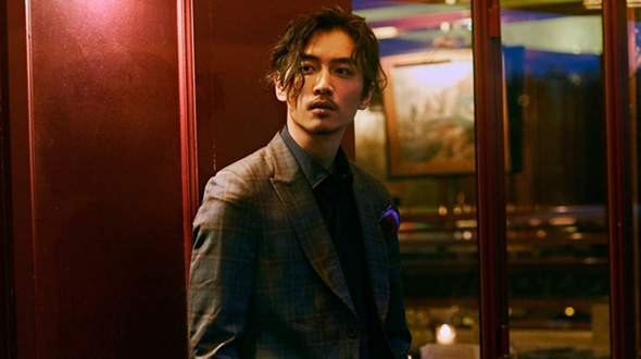 Актер Чэнь Сяо создает модный стиль