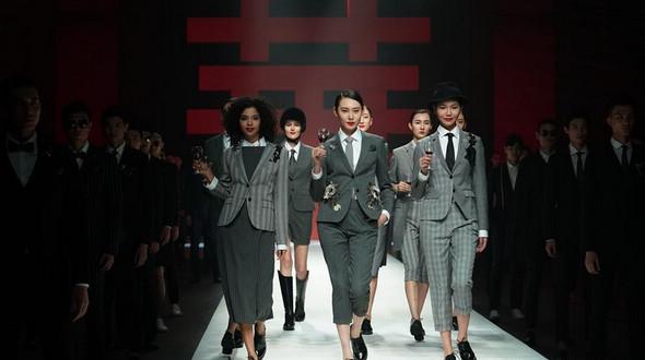 Пекинская неделя моды: презентация одежды от Лю Юна