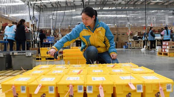 Удобно и экологично -- 'коробки экспресс-доставки' замещают бумажные аналоги в Китае
