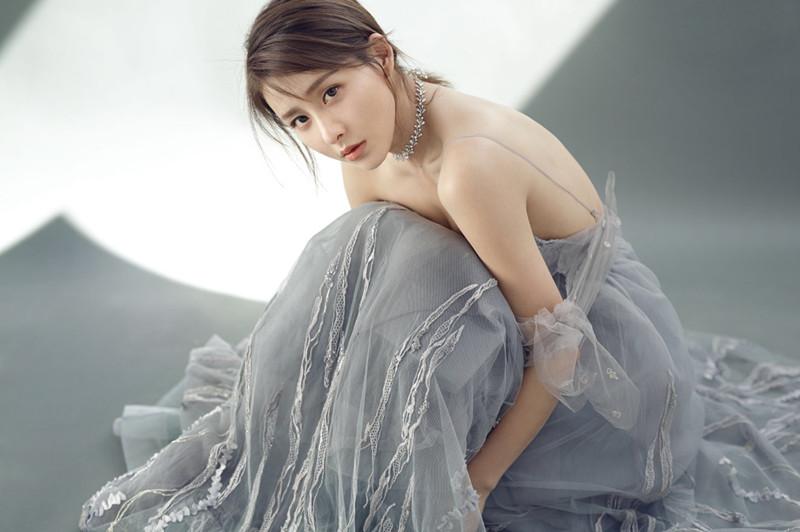 Телезвезда Цзя Цин создает модный образ