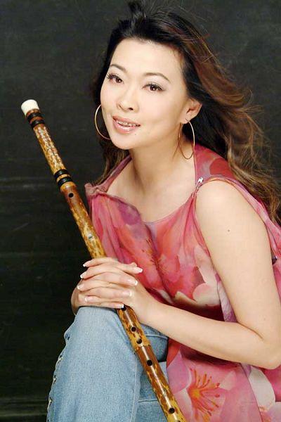 La joven flautista solista Tang Junqiao 1