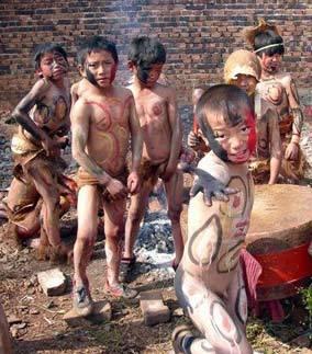 Residentes desnudos de una tribu misteriosa en China 5