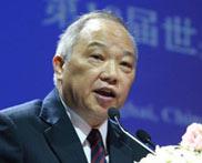中国翻译协会副会长朱英璜任第二场主旨发言主持人