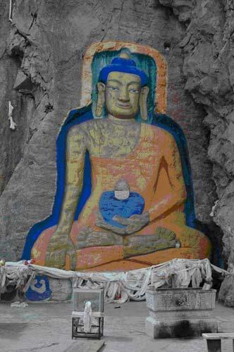 Encuentran esculturas del siglo XV en Tibet 1