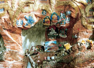 Encuentran esculturas del siglo XV en Tibet 2
